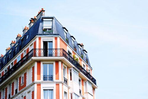 Comment sont enregistrés les frais d'acquisition liés à l'immeuble ?